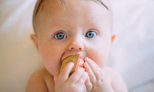 ماساژ لثه نوزاد